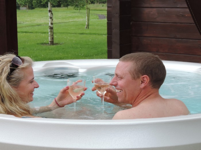 Romantic Hot Tub Lodge at Rural Roosts
