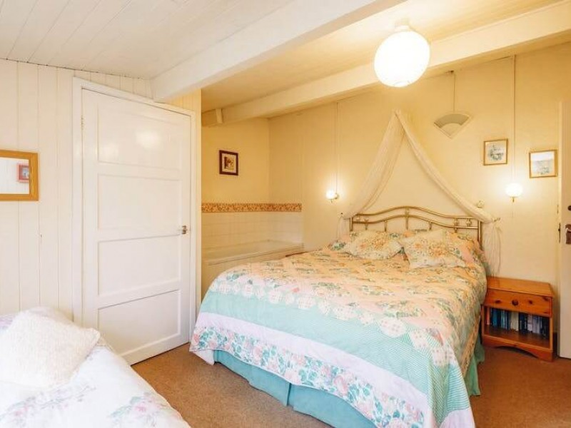 Pretty Jasmine bedroom