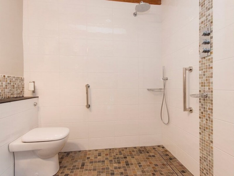 B3 wetroom, suitable for wheelchair