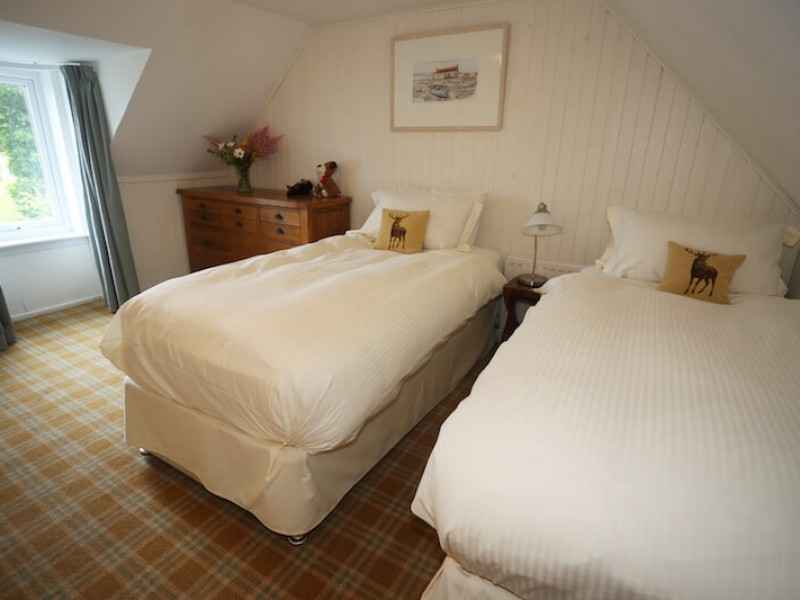 Waterside Cottage - twin room