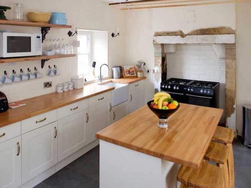 Morton House -  Farmhouse kitchen