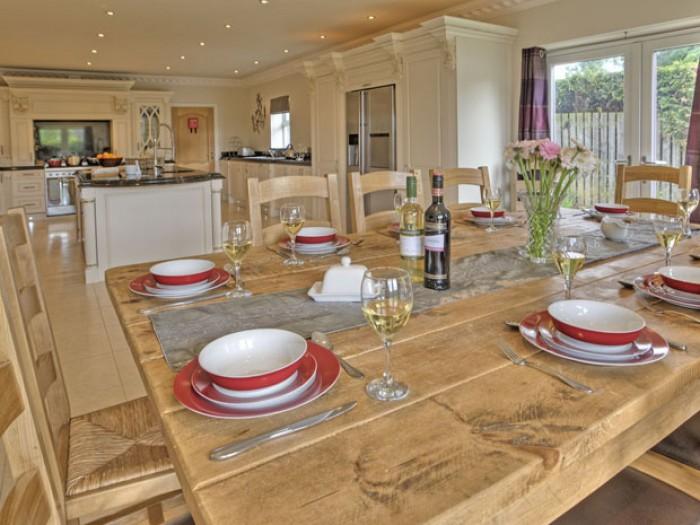 Dining Sea Dreams Cottage