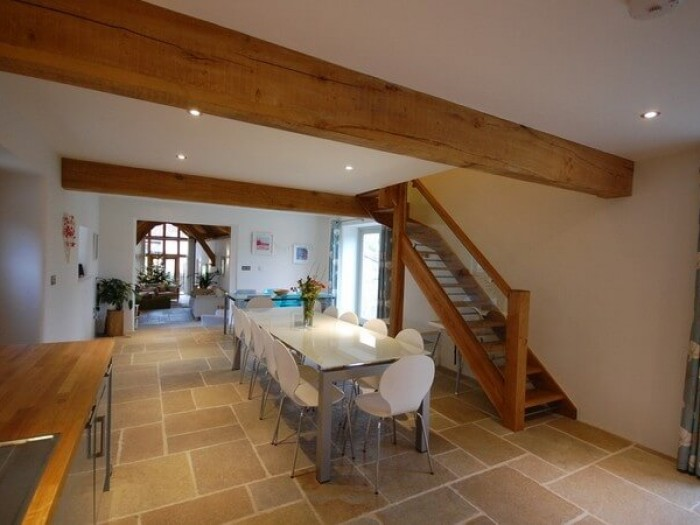 Oak Barn -Lots of space for entertaining.