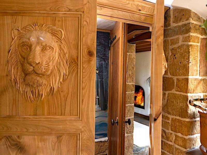 Narnia wardrobe linking Chestnut to Cobnut cottages