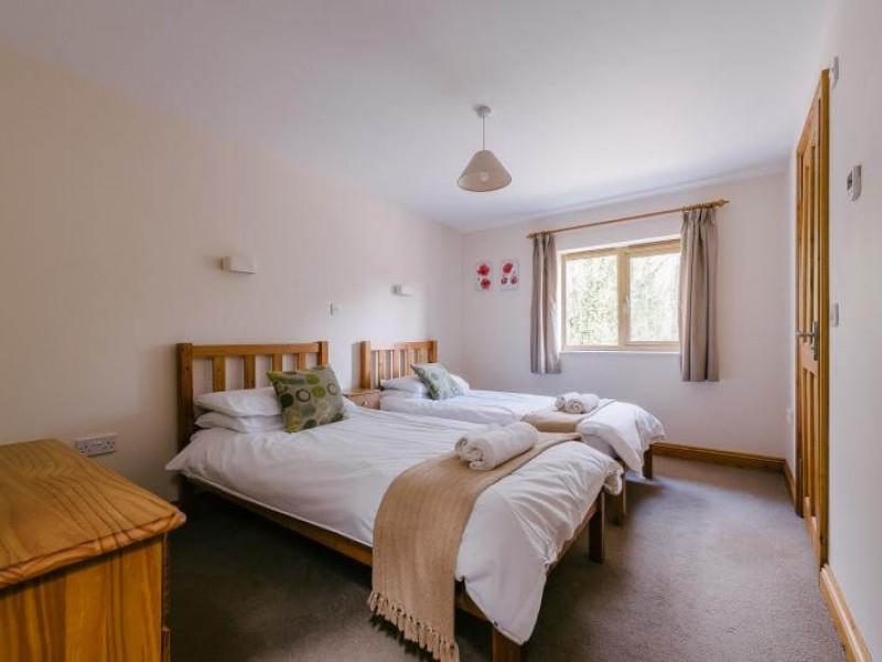 Plumtree Cottage - En suite Twin Bedroom