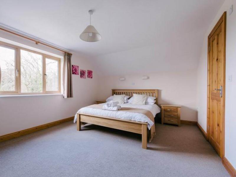 Plumtree Cottage - En suite King Bedroom
