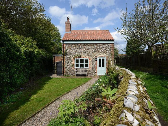 Hill Cottage - Romantic Holiday Cottage, Holt North Norfolk