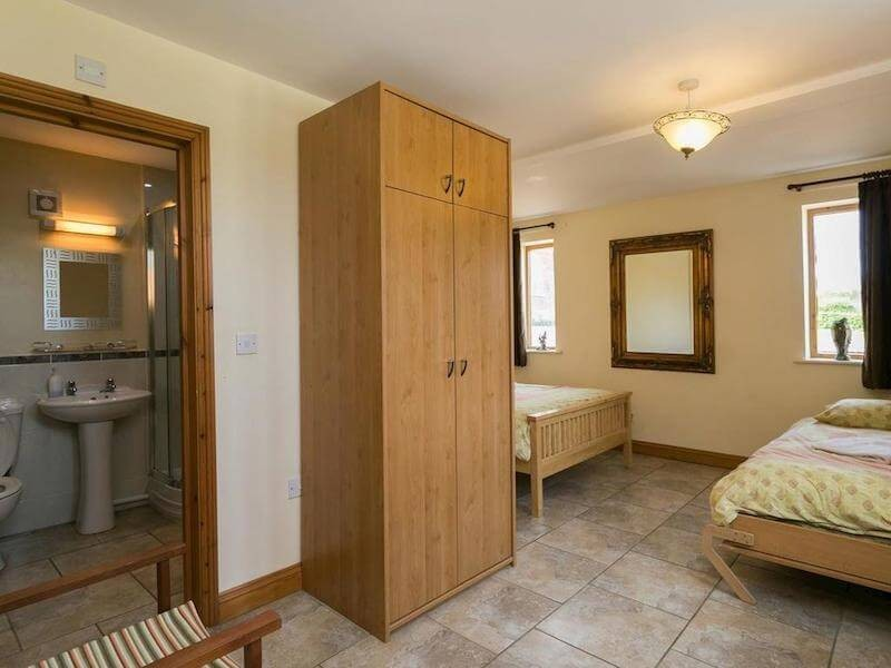Ground floor ensuite bedroom At Newborough Cottages