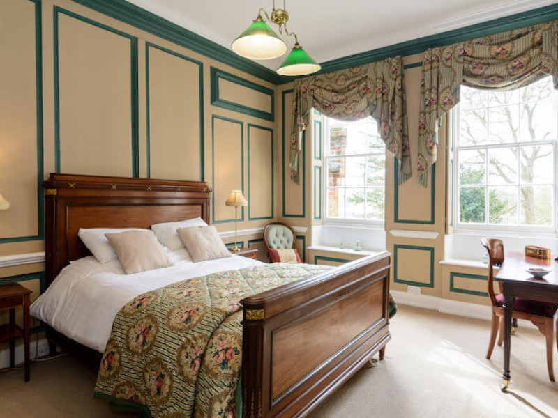 The Green Room - King size bed