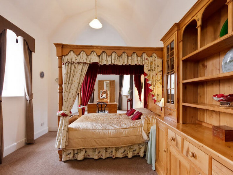 The Chapel - Four poster king bed