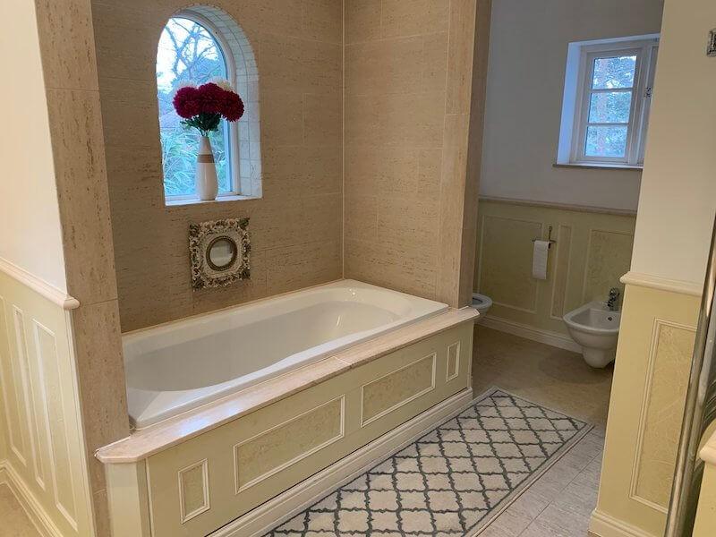 Large en suite with bath