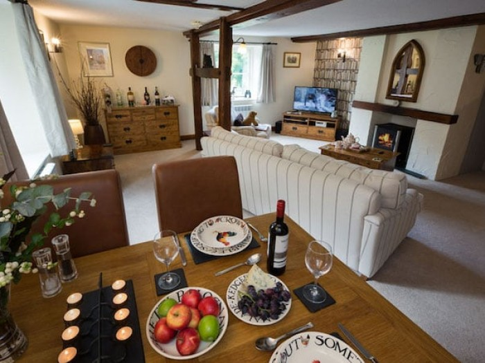 Romantic hot tub cottage at Corncott