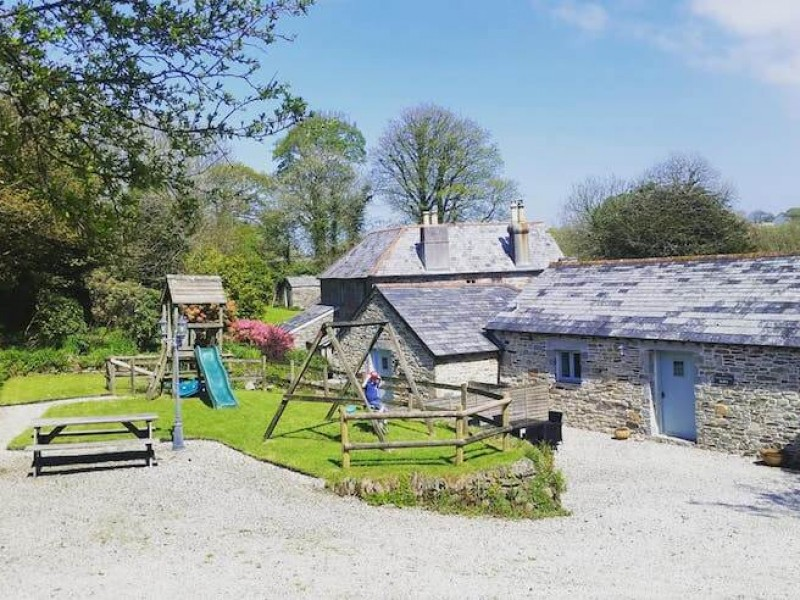 Threshing Barn At Fenteroon Farm Holiday Cottages
