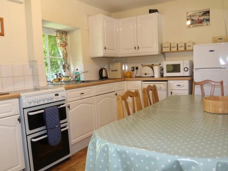 Hollyhock - kitchen, dining area