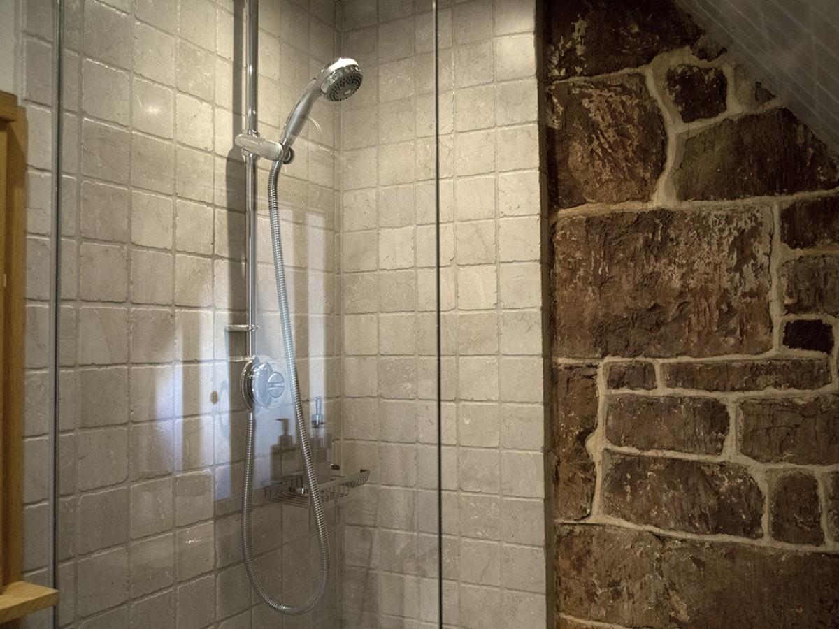 Cobnut Front Bedroom Ensuite Shower