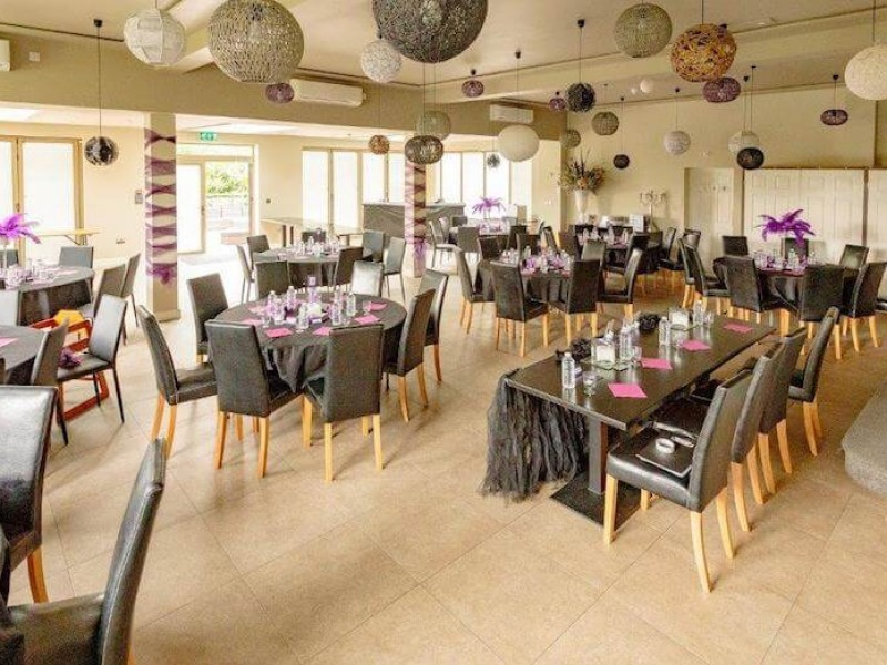 Decorate the dining room for your event