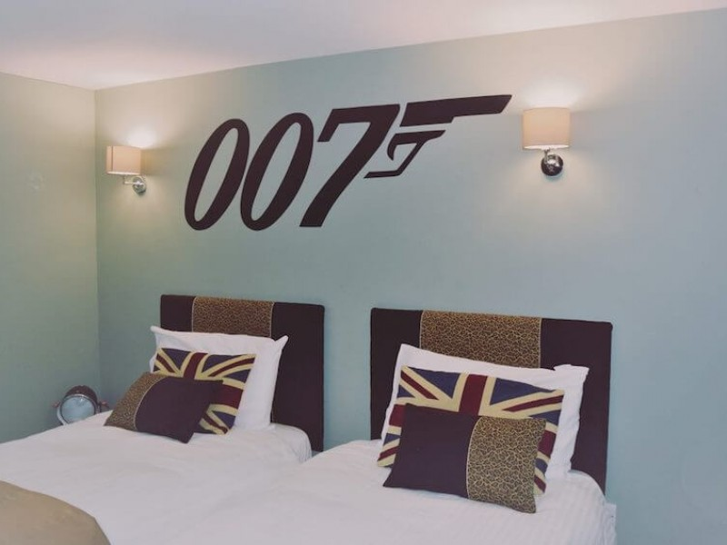 James Bond bedroom