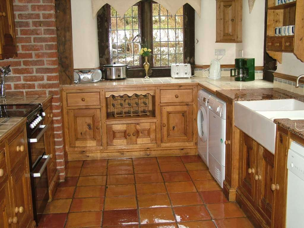 Our fully equipped, tiled kitchen.