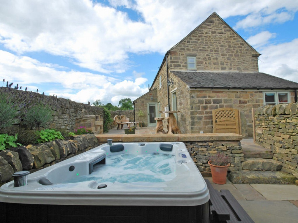 Luxury Hot Tub Cottage in the Peak District