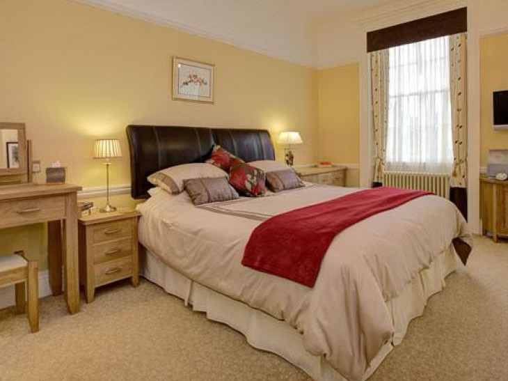 Incleborough House Oakleaf bedroom