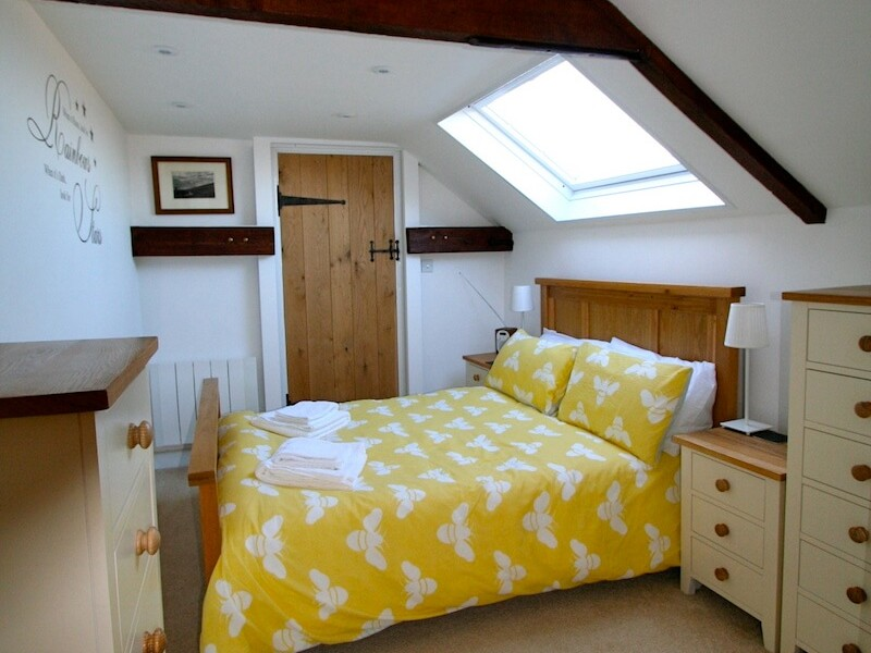 The Bee's Knees At Olde Farm Holiday Cottages