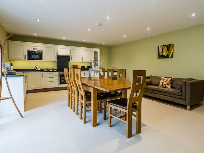 Well equipped modern kitchen and dining area, a very sociable space