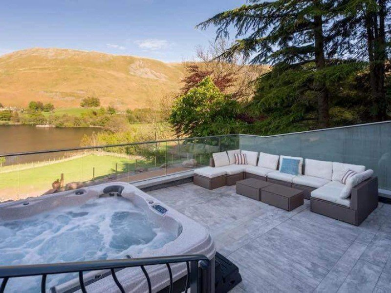 Romantic Luxury Cottage with Hot Tub in the Lake District