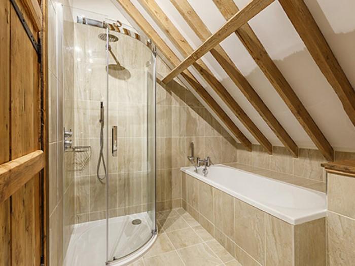 Platford Barn Family Bathroom