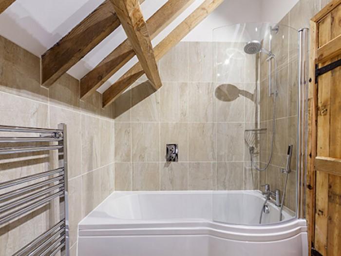 Hammond Barn Family Bathroom