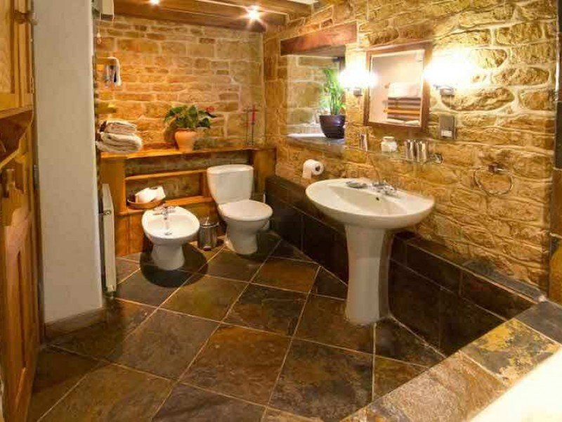 Chestnut En-Suite Bathroom