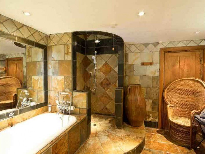 Walnut's Sumptuous  Bathroom