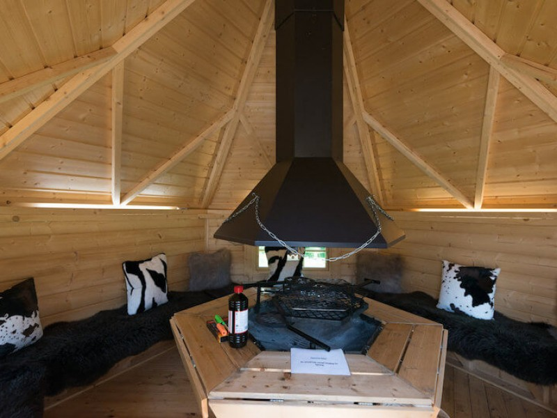 Beggars Barn Arctic cabin with charcoal BBQ