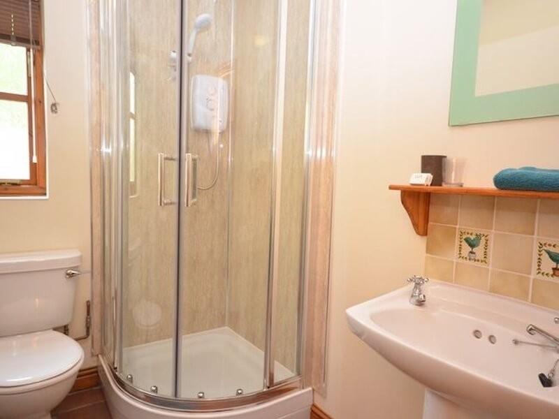Woodside Lodge Shower Room At Poolside Lodges