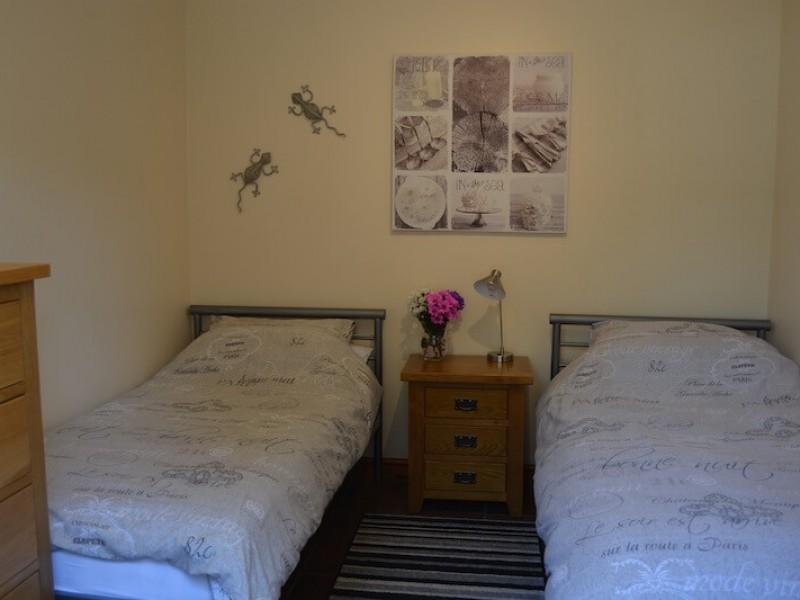 Woodside Twin Bedroom At Poolside Lodges