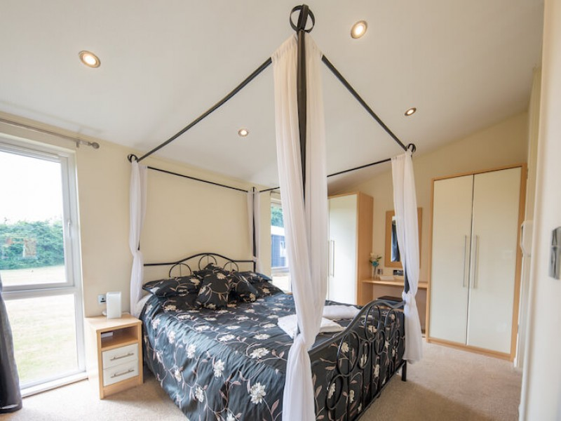 Field View One Bedroom Lodge At Athelington Hall