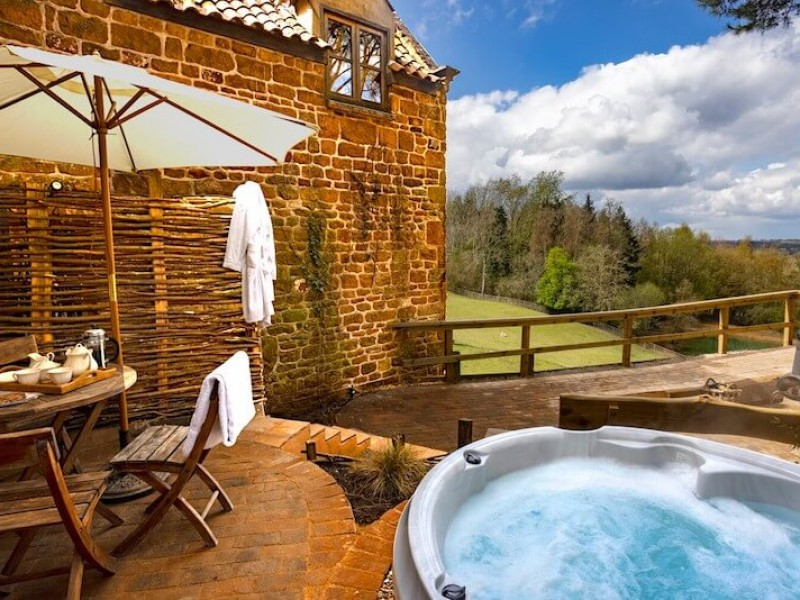 The private garden with hot tub