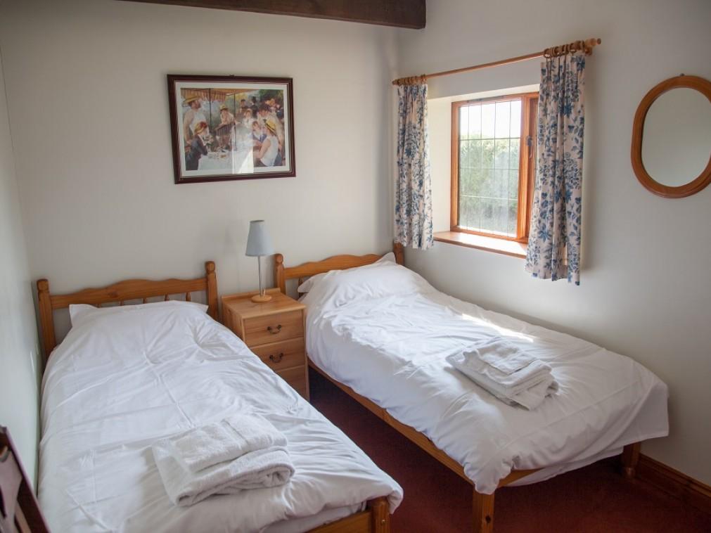 Mounts View Twin bedroom 2