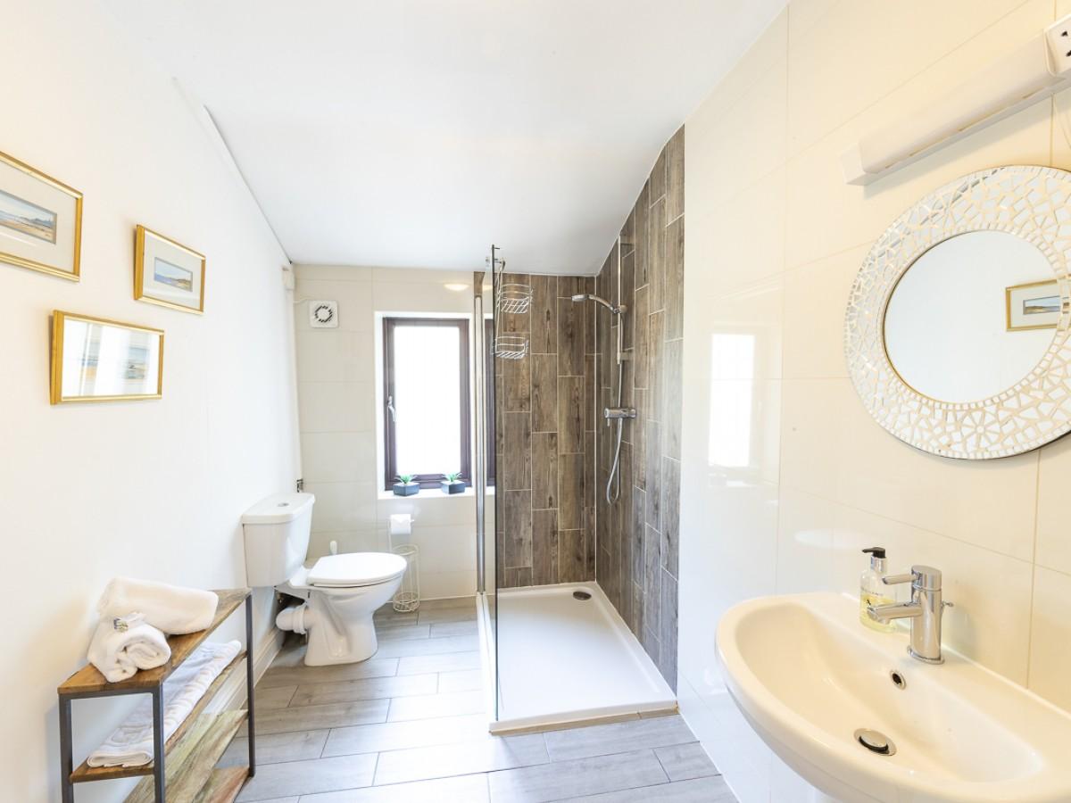 ground floor en suite shower room