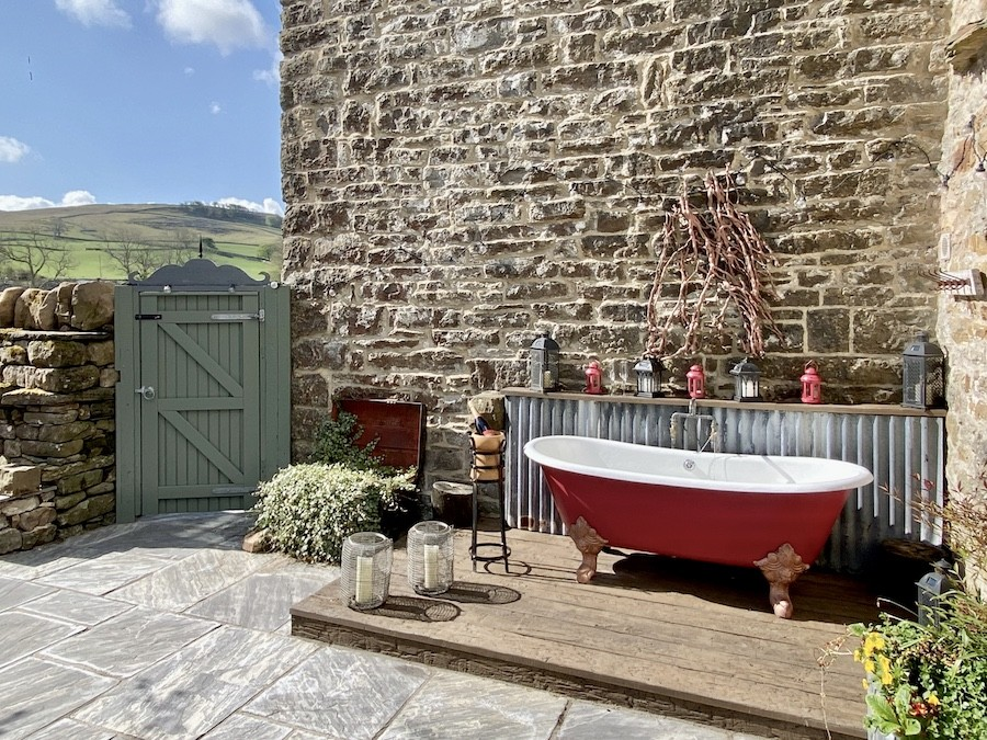 Shepherd's Cottage outdoor bath