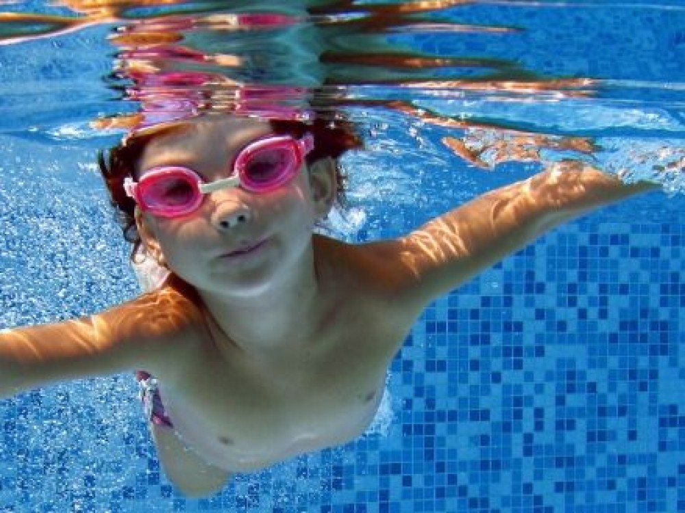 places with a swimming pool
