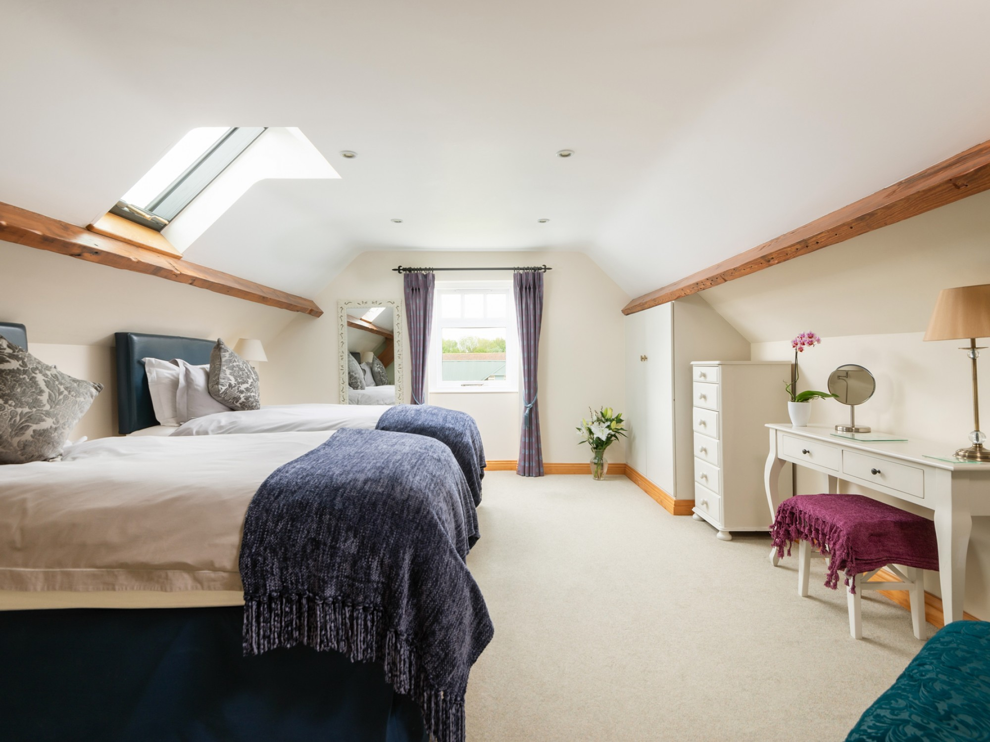 Large second bedroom - twin or superking