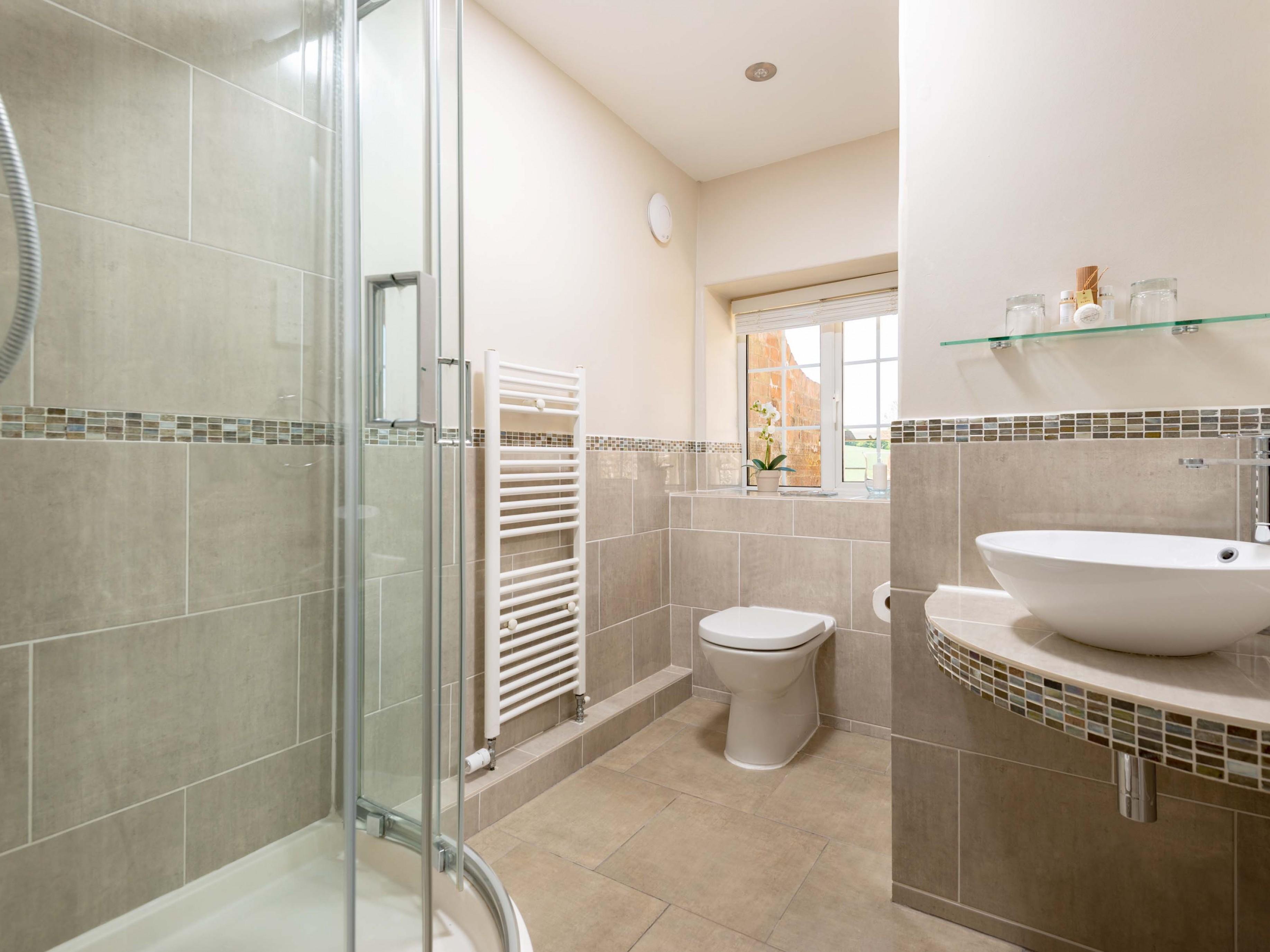 Shower En-suite to Twin/Double Room