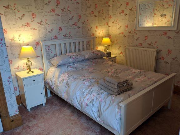Rose bedroom with en-suite