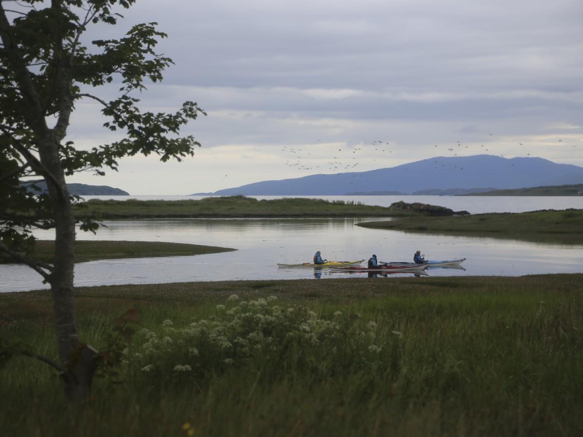 Waterside Cottage - kayaking at the garden's edge