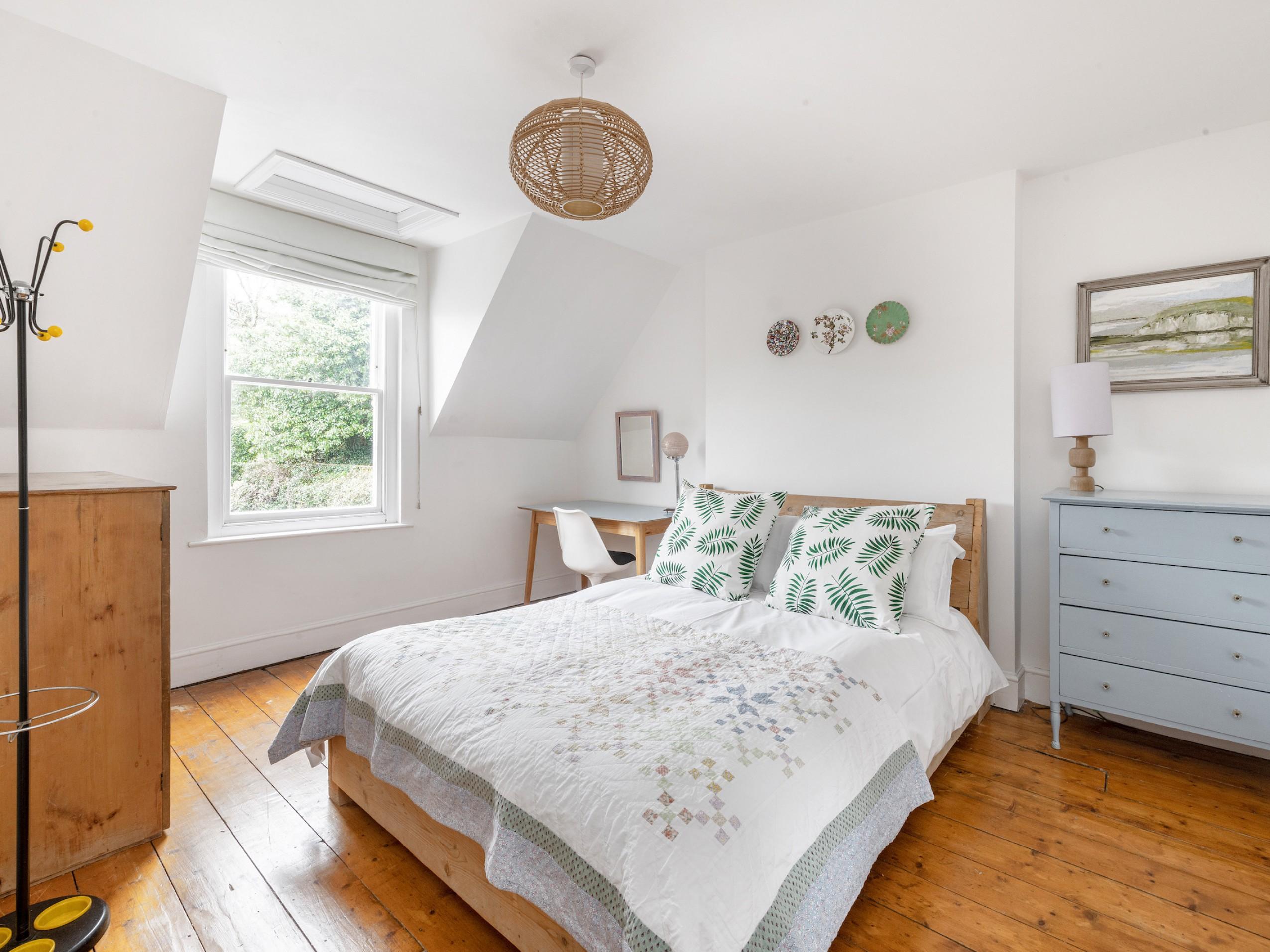 Bedroom 7, KS bed