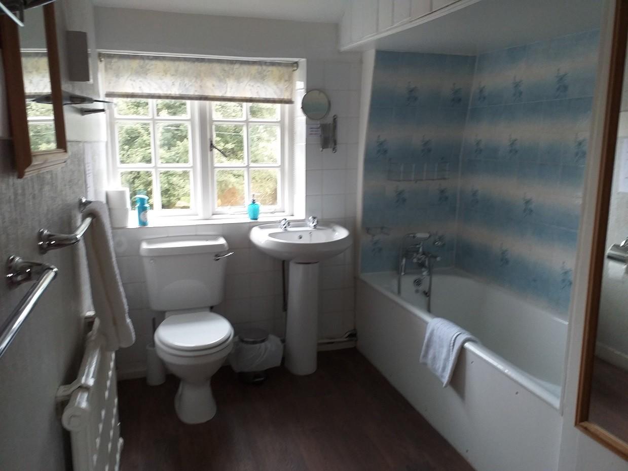 The Oast House bathroom