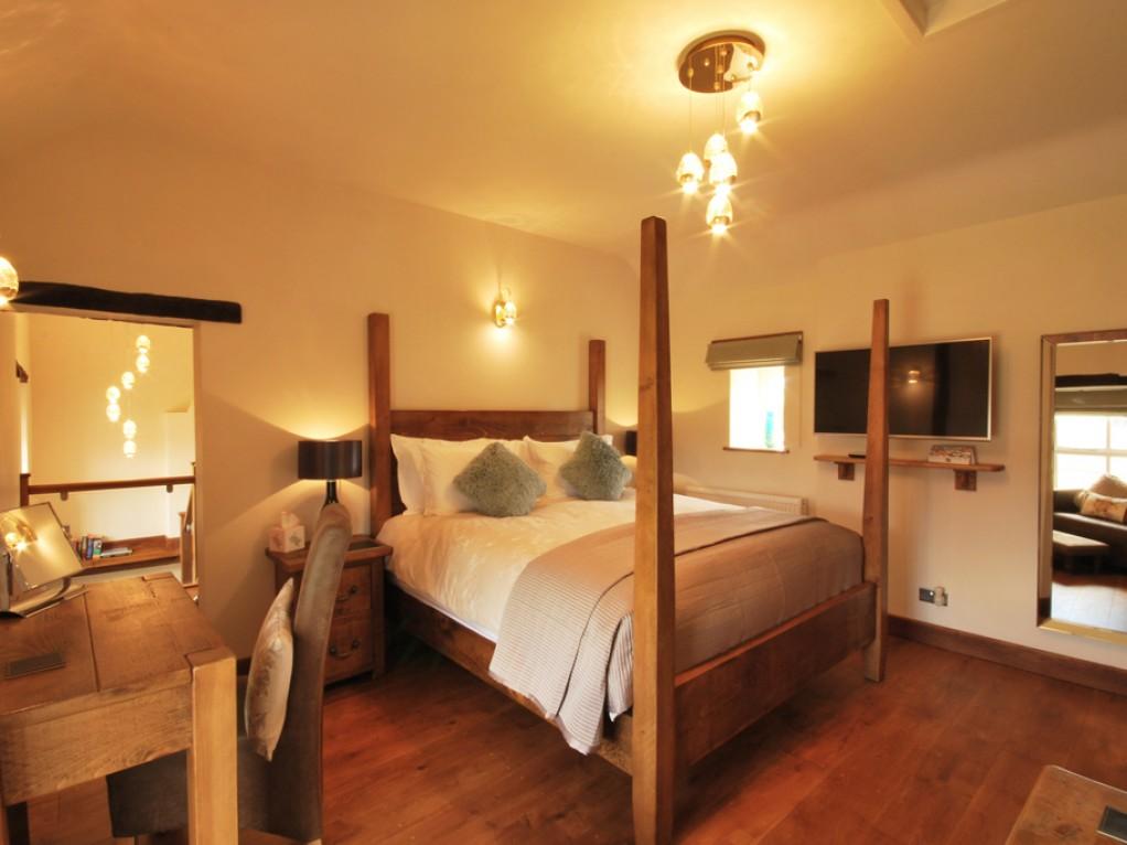 Luxurious Four Poster Bedroom Peak District