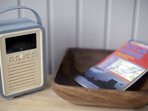 Waterside Cabin - Bluetooth radio and lots of guide books