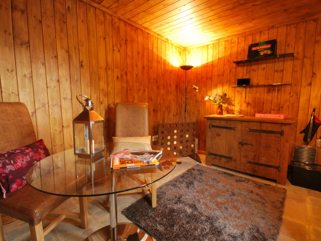 Cosy den Peak District holiday cottage