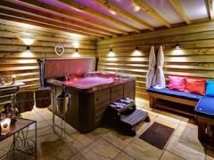Luxury cottages for couples with hot tub